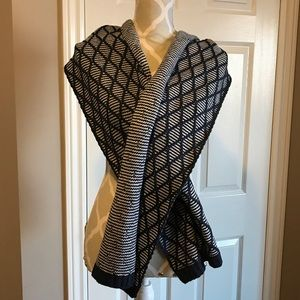 🇨🇦T Hilfiger Scarf 🔥New Price🔥Closet Clear Out